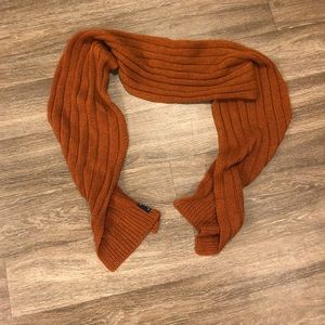 Roundtree and yorke Scarf